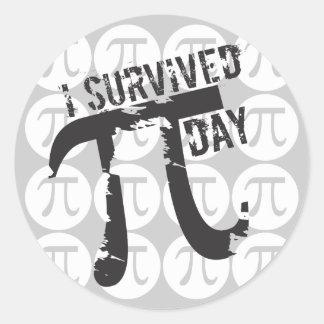 Sobreviví a los pegatinas del día del pi - pi pegatina redonda