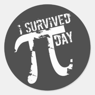 Sobreviví a los pegatinas del día del pi - regalo pegatina redonda