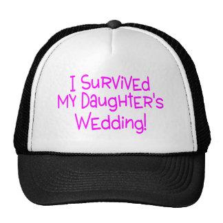 Sobreviví a mis hijas que casaban rosa gorros