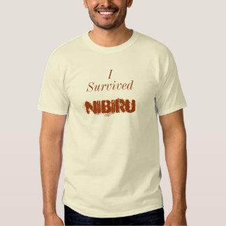 """Sobreviví camiseta de Nibiru"" Playeras"