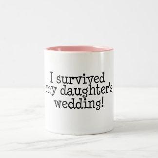 Sobreviví el boda de mi hija taza dos tonos