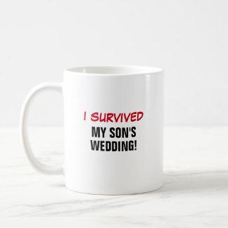 Sobreviví el boda de mi hijo taza