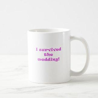 Sobreviví el boda taza