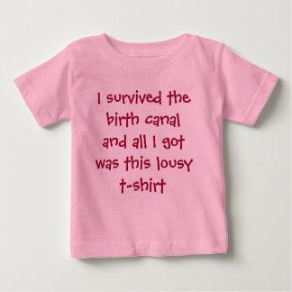 Sobreviví el canal de nacimiento y todo lo que playera de bebé
