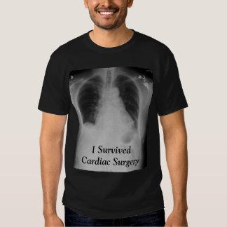 Sobreviví el ~ cardiaco T de la cirugía Remeras