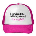 Sobreviví el cuarto de entrega su un chica gorra