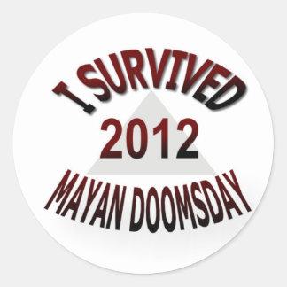 Sobreviví el día del juicio final maya 2012 pegatina redonda