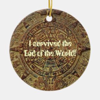 Sobreviví el extremo del calendario maya del mundo adorno navideño redondo de cerámica