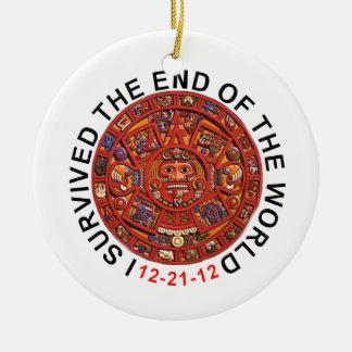 Sobreviví el extremo del ornamento del navidad del adorno navideño redondo de cerámica