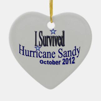Sobreviví el ornamento de Sandy del huracán Adorno Navideño De Cerámica En Forma De Corazón