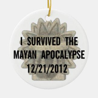 Sobreviví la apocalipsis maya adorno redondo de cerámica