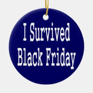 ¡Sobreviví viernes negro Diseño blanco del texto Ornamente De Reyes