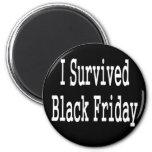 ¡Sobreviví viernes negro! Diseño blanco del texto Iman
