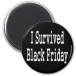 ¡Sobreviví viernes negro! Diseño blanco del texto Imanes De Nevera