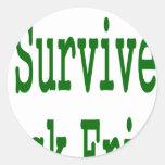 ¡Sobreviví viernes negro! Diseño verde de la Pegatina Redonda
