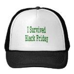 ¡Sobreviví viernes negro! Diseño verde de la tiend Gorra