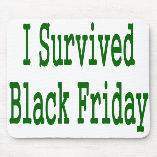 ¡Sobreviví viernes negro! Diseño verde de la tiend Tapete De Raton