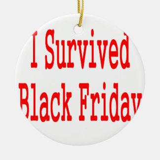¡Sobreviví viernes negro En texto rojo Ornamento De Navidad
