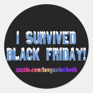 ¡Sobreviví viernes negro! Fuente de Snowcap Pegatina Redonda