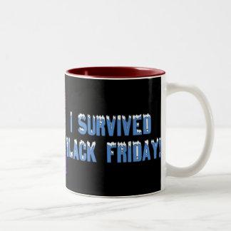¡Sobreviví viernes negro! Fuente de Snowcap Tazas De Café