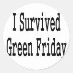 ¡Sobreviví viernes verde! En texto negro Etiqueta Redonda