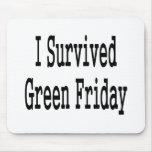¡Sobreviví viernes verde! En texto negro Tapete De Raton