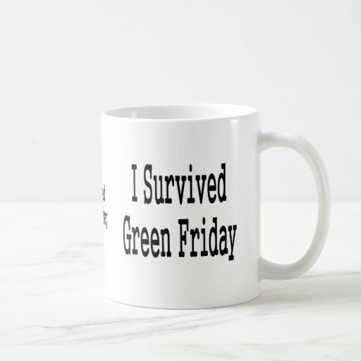 ¡Sobreviví viernes verde! En texto negro Taza De Café