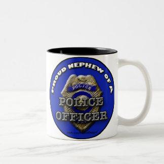 Sobrino orgulloso de una taza del oficial de