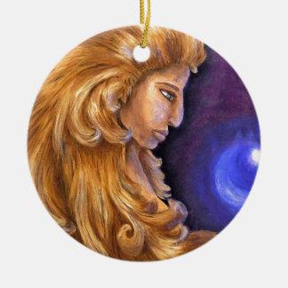 Soceress con el orbe ornamento para arbol de navidad