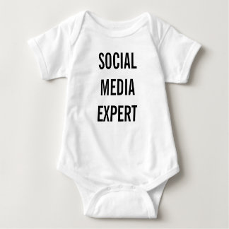 Social Media Expert T-shirt