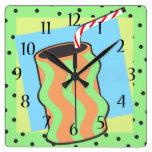 Soda del Shoppe del helado con la paja Reloj De Pared