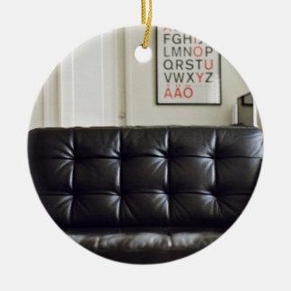 Sofá de cuero negro temático, acogedor acogedor adorno redondo de cerámica