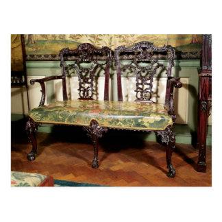 Sofá tallado, con el asiento de la tapicería, postal
