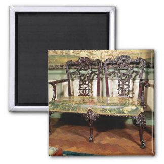Sofá tallado, con el asiento de la tapicería, simi imán cuadrado