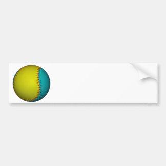 Softball amarillo azul claro y brillante pegatina de parachoque