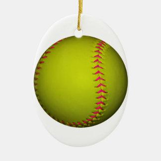 Softball amarillo con las puntadas rosadas adorno navideño ovalado de cerámica
