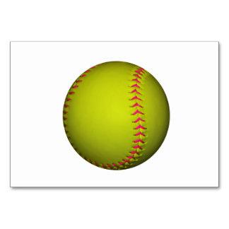 Softball amarillo con las puntadas rosadas