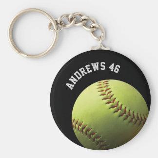 Softball amarillo con nombre o el texto llavero redondo tipo pin