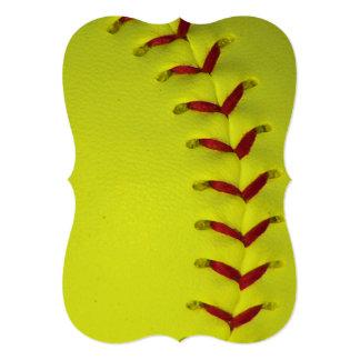 """Softball amarillo de neón invitación 5"""" x 7"""""""