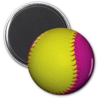 Softball amarillo y rosado brillante imanes de nevera