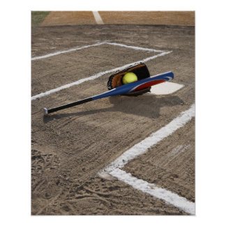 Softball, guante del softball y palo en la meta impresiones