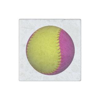 Softball rosado y amarillo imán de piedra