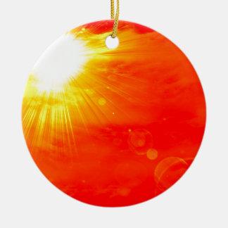 Sol caliente del verano adorno navideño redondo de cerámica