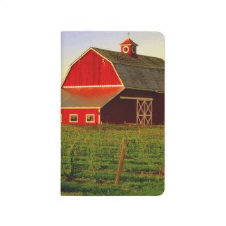 Sol de la tarde en un granero en Skagit de Cuadernos