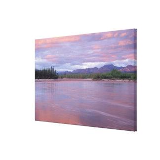 sol de medianoche sobre el río Mackenzie del Impresiones En Lienzo Estiradas