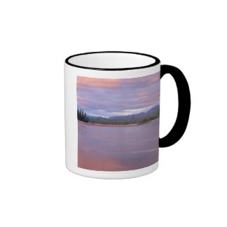 sol de medianoche sobre el río Mackenzie, del Tazas