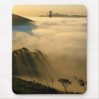 Sol de San Francisco California a través de la nie Mousepad