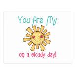Sol en un día nublado tarjetas postales