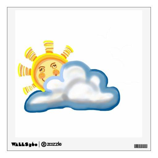 Sol feliz que sonríe hacia fuera de una nube