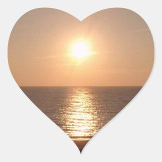 Sol poniente pegatina en forma de corazón
